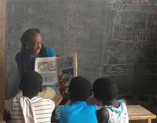 Global Independent Study student Phylicia Allen teaching in Ghana